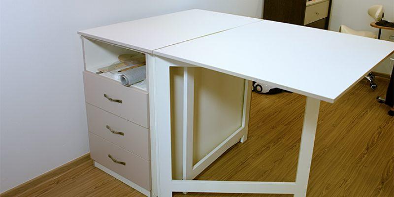Раскройный и швейные столы в условиях квартиры